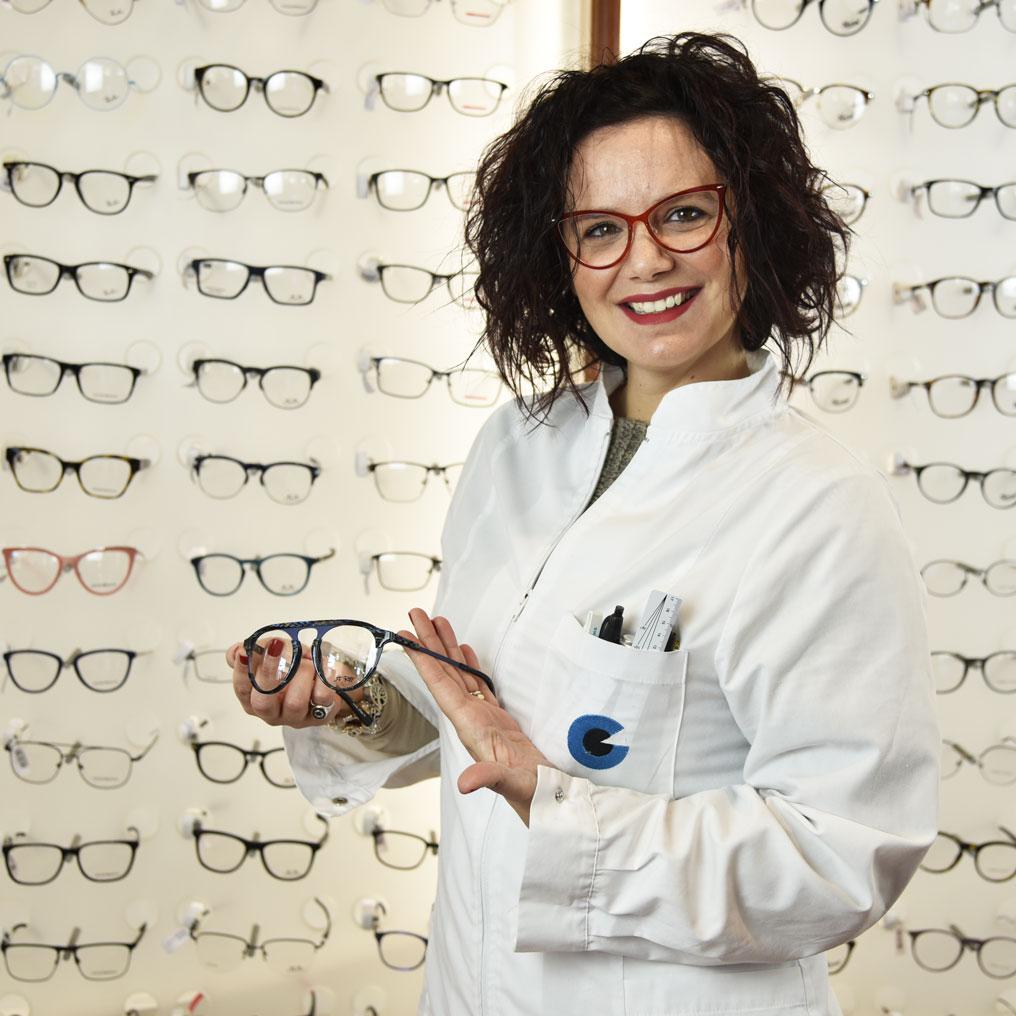 Richiedi informazioni a Giorgini Ottica su occhiali da vista e da sole o lenti a contatto